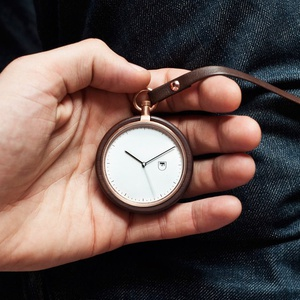 MMT Walnut Wood Calendar Pocket Watch的图片