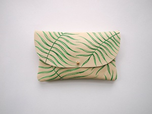 Wild Fern Clutch - Hand Painted Leather的图片