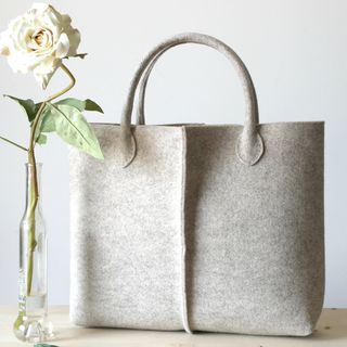 Elegant and casual natural beige felt bag from Italy