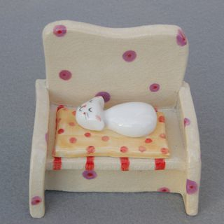Ceramic Cat,Cute Ceramic Cat Sleeping on the Sofa,Small Figurine,Cat Miniature,White,Orange,Red,Small Animal,Nap time fi的图片