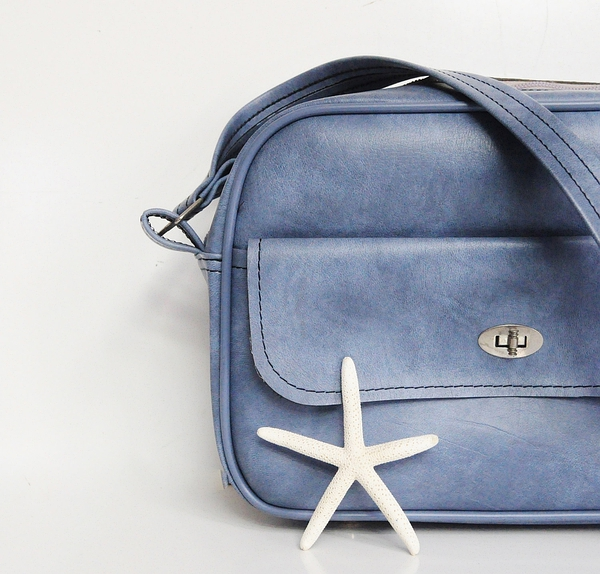 Vintage Blue Vinyl Shoulder Bag的图片