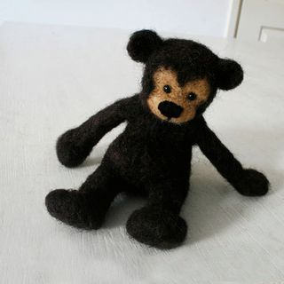 BROWNIE the handmade bear, cute and cuddly little grizzly from best quality sheep wool的图片