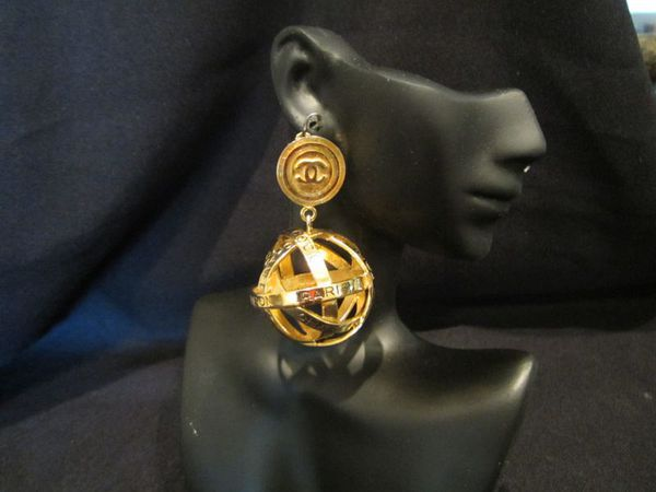 """RARE"" &  BEST PRICE Vintage Globe CoCo, Paris, Chanel, Rue Cambon Earrings的图片"