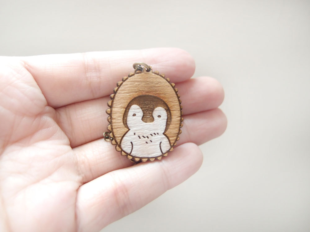 Wooden Penguin Baby Necklace的图片