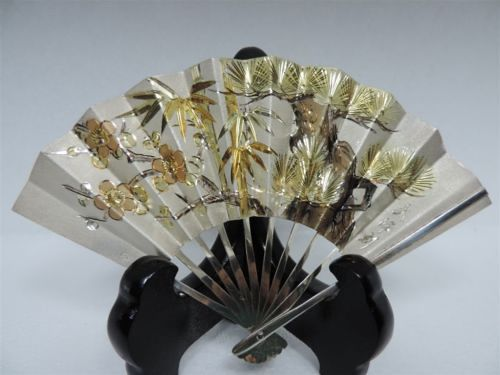 FINEST H-CHASED SIGNED JAPANESE SOLID STERLING SILVER PLUM BAMBOO PINE FAN JAPAN的图片