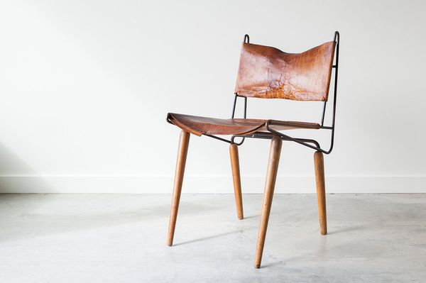 Mid Century Modern Leather Side Chair - Would Make a Great End Table的图片